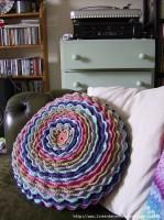 вяжем подушку в виде цветка