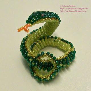 Змея объёмная из бисера